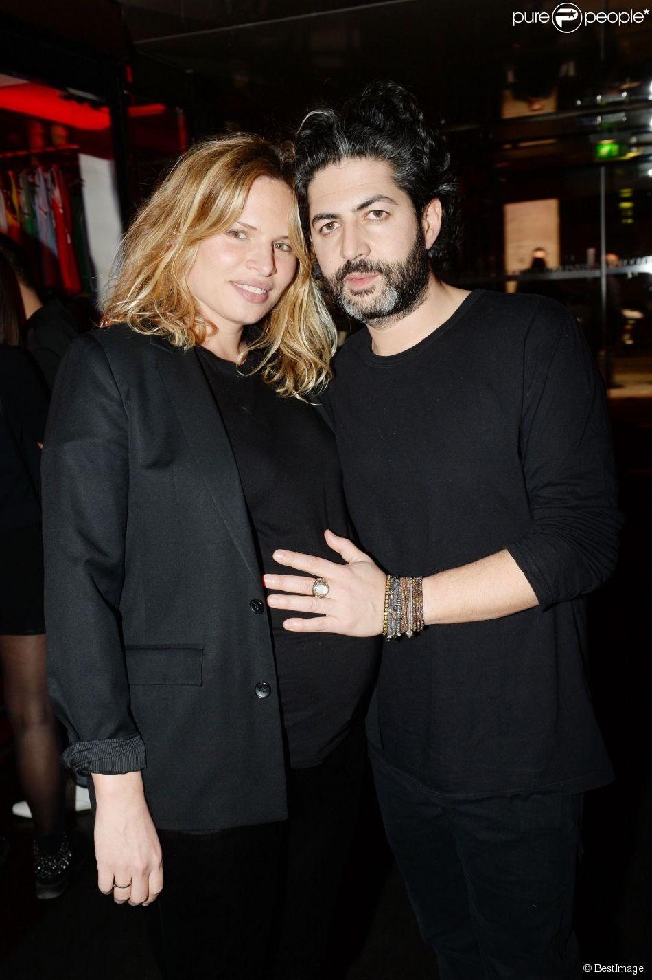 Exclusif - Prix Spécial - John Mamann et sa compagne Dorothée enceinte à l'anniversaire de Sébastien Jondeau au restaurant La Gioia à Paris, le 18 mars 2015.