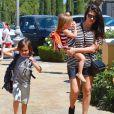 Kourtney Kardashian et ses enfants Mason et Penelope vont au cinéma avec Kim Kardashian et sa fille North, à Calabasas. Los Angeles, le 28 mars 2015.