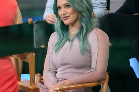 Hilary Duff : L'étonnante raison pour laquelle elle a teint ses cheveux...