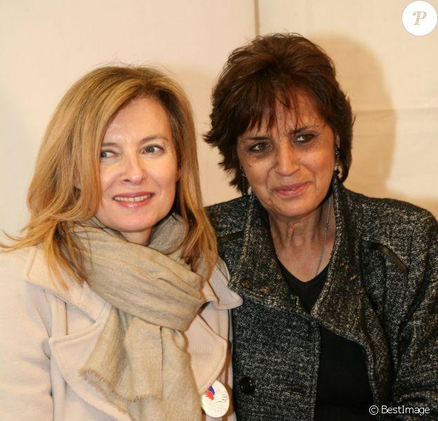 """Valérie Trierweiler et Linda de Suza - Soirée d'ouverture de la """"Foire du Trone"""" au profit du Secours populaire à Paris le 27 mars 2015."""