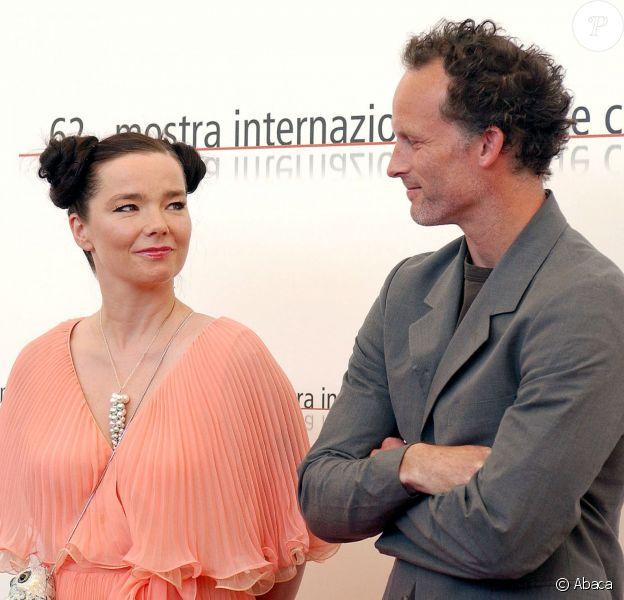 """Björk et Matthew Barney à la première de """"Drawing Restraint 9"""" au Festival de Venise, le 2 septembre 2005."""