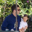 Jennifer Love Hewitt, accompagnée de son mari Brian Hallisay et de leur petite fille Autumn vont au restaurant pour Pâques, à Los Angeles, le 5 avril 2015