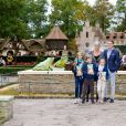 Le prince Constantijn des Pays-Bas et la princesse Laurentien avec leurs enfants Eloise, Claus-Casimir et Leonore le 5 octobre 2014 à Kaatsheuvel, en visite au parc à thème De Efteling.