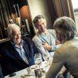 Exclusif - Jean-Paul Belmondo, son fils Paul et le producteur Cyril Viguier ont déjeuné au café de l'Alma pour fêter la concrétisation du documentaire qui va être tourné pour TF1 sur Jean-Paul Belmondo.