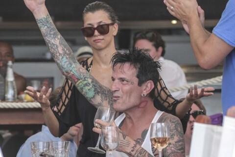 Tommy Lee et sa belle Sofia : Fête, plage et alcool... week-end hot à Saint-Barth'