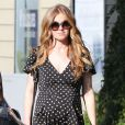 Isla Fisher, enceinte, fait du shopping à Studio City, le 6 décembre 2014.