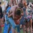 "Sarah Hyland et son petit ami Dominic Sherwood au 2ème jour du Festival ""Coachella Valley Music and Arts"" à Indio, le 11 avril 2015"