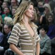 "Gisele Bündchen - Défilé de mode ""Chanel"", collection prêt-à-porter printemps-été 2015, au Grand Palais à Paris. Le 30 septembre 2014"