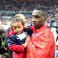 Blaise Matuidi et ses filles lors de la finale de la Coupe de la ligue, le 11 avril 2015 au Stade de France à Saint-Denis