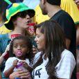 Isabelle Matuidi et ses filles lors du match France - Nigéria à Brasilia au Brésil, le 30 juin 2014