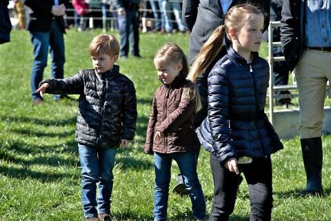 Princesse Mary: Isabella, Vincent et Joséphine épatés par des vaches euphoriques