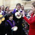 Le roi Felipe VI et la reine Letizia d'Espagne présidaient le 23 avril 2015 à l'université Alcala de Henares, à Madrid, pour la remise du prix littéraire Miguel de Cervantes à Juan Goytisolo