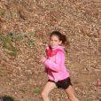 Suri Cruise fait de l'athlétisme à Los Angeles, le 8 avril 2015. À 9 ans, la fille de Katie Holmes et Tom Cruise est très sportive.