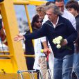 Titouan Lamazou a rendu un dernier hommage à la navigatrice Florence Arthaud, au large de l'île Saint-Honorat à Cannes le 25 avril 2015