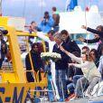 Hubert Arthaud, entouré de sa famille, de son neveu Clément, de Titouan Lamazou, du maire de Cannes David Lisnard et des proches de Florence Arthaud, ont rendu un dernier hommage à la navigatrice, au large de l'île Saint-Honorat à Cannes le 25 avril 2015