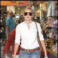 Sharon Stone prend un petit café pour se remonter le moral