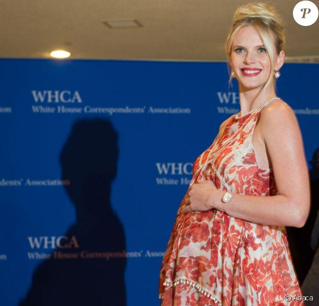 Anne V enceinte prend la pose le 25 avril 2015 lors du dîner des correspondants de presse à Washington.