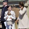 Sofia Hellqvist, fiancée du prince carl Philip de Suède, a bien aidé la princesse Madeleine, enceinte de sept mois, en s'occupant de sa fille d'un an, la princesse Leonore, lors des célébrations traditionnelles du 69e anniversaire du roi Carl XVI Gustaf de Suède, le 30 avril 2015 au palais Drottningholm à Stockholm.
