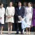 Célébrations traditionnelles du 69e anniversaire du roi Carl XVI Gustaf de Suède, le 30 avril 2015 au palais Drottningholm à Stockholm. Les princesses Estelle et Leonore ont fait le show, entourées de la princesse Victoria, du prince Daniel, de la princesse Madeleine, de Christopher O'Neill, de Sofia Hellqvist et de la reine Silvia.