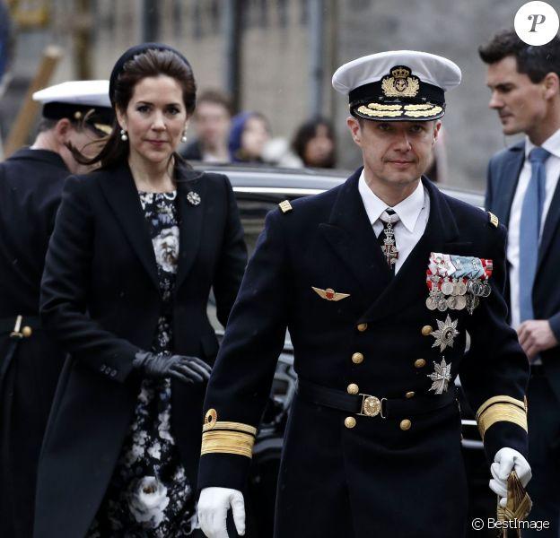 Le prince Frederik et la princesse Mary de Danemark assistaient le 5 mai 2015 en la cathédrale Notre-Dame de Copenhague à une cérémonie commémorant les 70 ans de la libération du Danemark, après cinq ans d'occupation allemande lors de la Seconde Guerre mondiale. Plus tôt le même jour, le couple princier avait déjà pris part à des commémorations dans le quartier du Nyhavn.