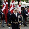 Le prince Frederik de Danemark lors de cérémonies dans le quartier du Nyhavn à Copenhague commémorant les 70 ans de la libération du Danemark, après cinq ans d'occupation allemande lors de la Seconde Guerre mondiale, le 5 mai 2015. Accompagné de la princesse Mary, il assistait ensuite à une cérémonie en la cathédrale Notre-Dame.