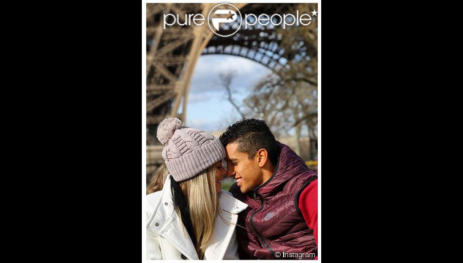 Marquinhos et sa fiancée Carol - photo issue du compte Instagram de Marquinhos le 23 février 2015
