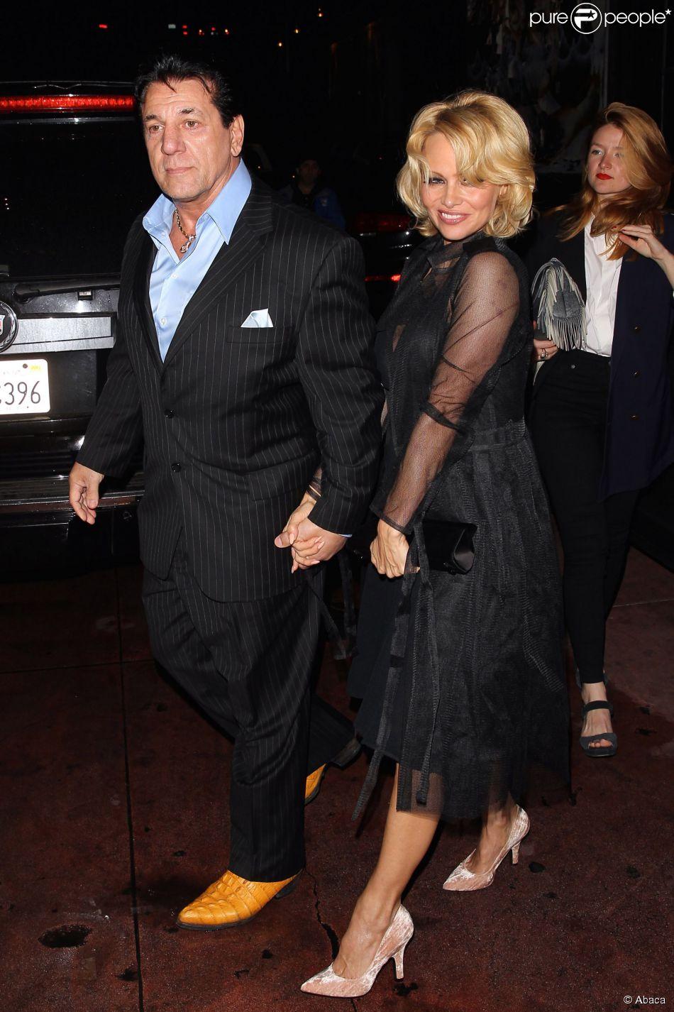 Pamela Anderson et Chuck Zito quittent le Rainbow Bar & Grill de West Hollywood, le 7 mai 2015