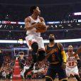 Derrick Rose et Kyrie Irving lors du match Chicago Bulls - Cleveland Cavaliers. Chicago, le 10 mai 2015.