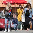 Exclusif - Hilary Duff, son fils Luca, et sa soeur Haylie Duff enceinte sortent du restaurant Granville à Studio City, le 1er mars 2015. Hilary a acheté un Spiderman en ballons pour Luca, mais le petit garçon est resté de mauvaise humeur