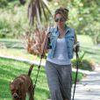 Haylie Duff promène ses chiens, Los Angeles, le 2 aout 2012