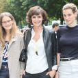 """Inès de la Fressange et ses filles Violette et Nine d'Urso - Arrivées des people au défilé de mode """"Chanel"""" Haute Couture Automne-Hiver 2014/2015 au Grand Palais à Paris. Le 8 juillet 2014."""