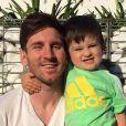 Lionel Messi et son fils Thiago à Barcelone le 18 mai 2015.