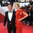"""Josh Brolin et sa fiancée Kathryn Boyd - Montée des marches du film """"Sicario"""" lors du 68e Festival International du Film de Cannes le 19 mai 2015"""