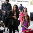 Soleil Moon Frye et son mari Jason Goldberg avec leur fille Peot et Jagger, à LAX, Los Angeles, le 14 aout 2013