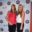 Les jumelles Karolina et Kristyna Pliskova lors de la soirée des joueurs de Roland-Garros, le 21 mai 2015 au premier étage de la Tour Eiffel à Paris