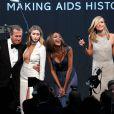 "Kendall Jenner, Mario Testino, Gigi Hadid, Jourdan Dunn et Karlie Kloss lors de la soirée ""amfAR's 22nd Cinema Against AIDS"" à l'Eden Roc au Cap d'Antibes le 21 mai 2015."