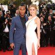 """Doutzen Kroes et son mari Sunnery James - Montée des marches du film """"La Tête Haute"""" pour l'ouverture du 68 ème Festival du film de Cannes le 13 mai 2015."""