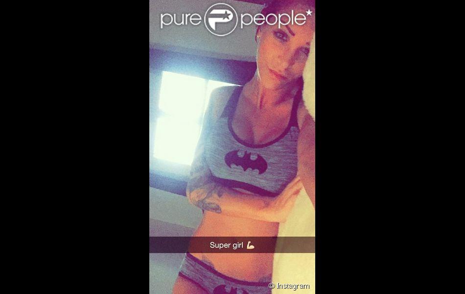 Julia des Anges 7 : sexy sur Instagram en super girl !