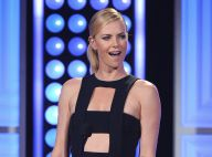 Charlize Theron, décolletée, illumine les Critics' Choice Television Awards 2015