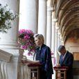 La princesse Charlene de Monaco et le lieutenant colonel Soler, chambellan du prince Albert, se sont recueillis le 4 juin 2015 dans la galerie d'Hercule au palais princier lors de la célébration de la Fête-Dieu dans la cour d'honneur.