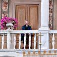 La princesse Charlene de Monaco, tandis que le prince Albert était à Marseille pour un sommet sur le réchauffement climatique, se recueillait le 4 juin 2015 dans la galerie d'Hercule au palais princier lors de la célébration de la Fête-Dieu dans la cour d'honneur.