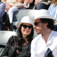 Marie Drucker et son compagnon Mathias Vicherat dans les tribunes de Roland-Garros lors de la finale homme, le 7 juin 2015 à Paris
