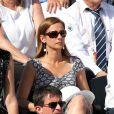 Manuel Valls et sa compagne Anne Gravoin dans les tribunes de Roland-Garros lors de la finale homme, le 7 juin 2015 à Paris