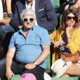 Géraldine Nakache et son père dans les tribunes de Roland-Garros lors de la finale homme, le 7 juin 2015 à Paris