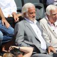 Jean-Paul Belmondo et son ami Charles Gérard dans les tribunes de Roland-Garros lors de la finale homme, le 7 juin 2015 à Paris