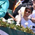 Pierre Niney dans les tribunes de Roland-Garros lors de la finale homme, le 7 juin 2015 à Paris
