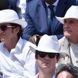 Alexandre Bompard et Claude Lelouch dans les tribunes de Roland-Garros lors de la finale homme, le 7 juin 2015 à Paris