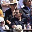Marc-Olivier Fogiel et Matthieu Delormeau dans les tribunes de Roland-Garros lors de la finale homme, le 7 juin 2015 à Paris