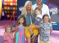 Tori Spelling et son mari : Une famille unie, devant Mario Lopez et sa fille Gia