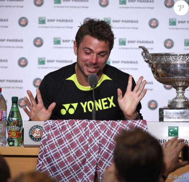 Stan Wawrinka et son short fétiche en conférence de presse après sa victoire en finale de Roland-Garros, le 8 juin 2015 à Paris